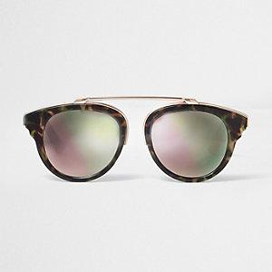 Bruine zonnebril met camouflageprint en roze glazen