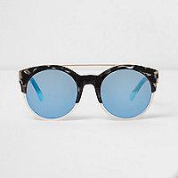 Schwarze Sonnenbrille mit blauen Gläsern