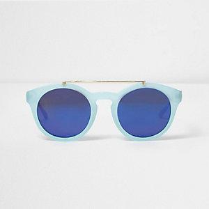 Lichtblauwe zonnebril met wenkbrauwbalk en ronde glazen