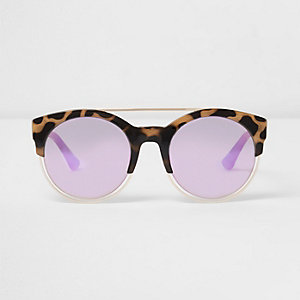 Beige zonnebril met schildpaddenmotief en roze glazen