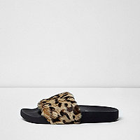 Braune, flauschige Slipper mit Leopardenmuster