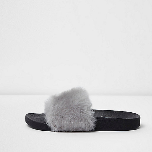 Grey faux fur sliders