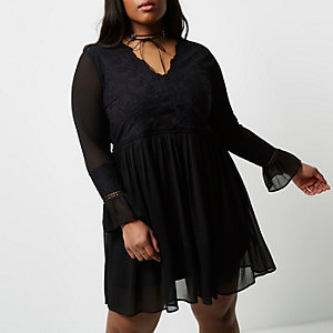 Plus black lace bell sleeve smock dress