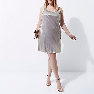Plus – Kleid in Helllila-Metallic