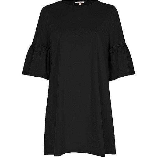 Robe coupe longue noire à smocks et manches évasées