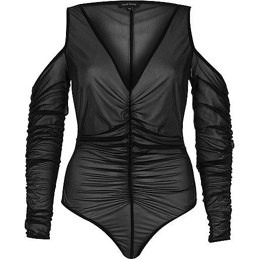 Body noir froncé à épaules dénudées