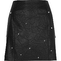 Mini-jupe en cuir synthétique noire cloutée