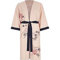 Pinker Kimono mit Blumenverzierung und Gürtel
