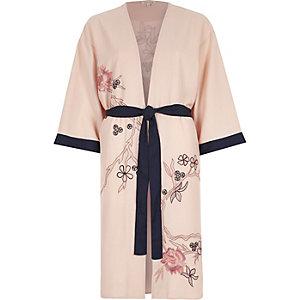 Roze gebloemde kimono met borduursel en ceintuur