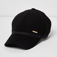 Black knit peak cap