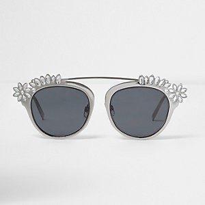 Lunettes de soleil argentées ornées aux verres teintés