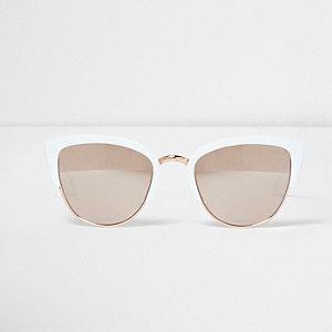 Witte zonnebril met half montuur en goudkleurige spiegelglazen