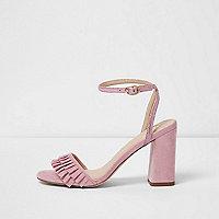 Roze sandalen met ruches, bandjes en blokhak