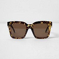 Beige tortoiseshell oversized sunglasses