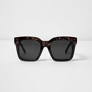 Schwarze, große Schildpattsonnenbrille