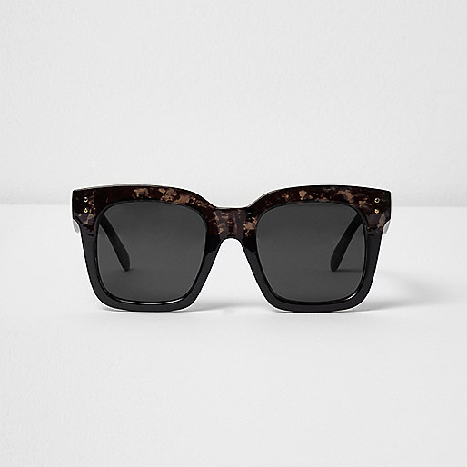Black tortoiseshell oversized sunglasses