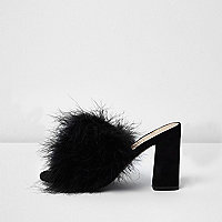 Black fluffy feather block heel mules