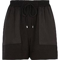 Short noir avec poches plaquées tissées