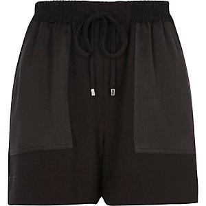 Zwarte geweven shorts met paneelzakken