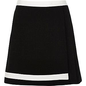 Black pleated mini skirt with white trim