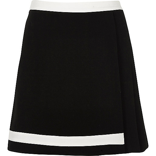 Black pleated mini skirt with white trim