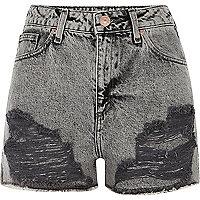 Short en jean gris délavé à l'acide déchiré