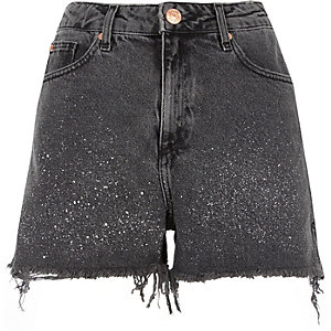 Zwarte washed denim short met verfspetters
