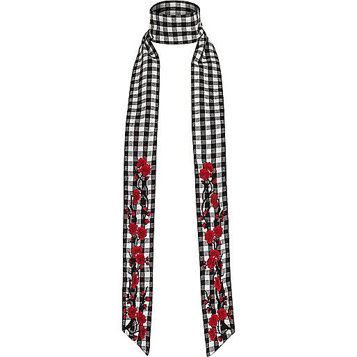 Écharpe fine à carreaux vichy noirs et blancs ornée de fleurs