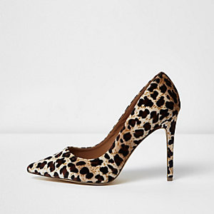 Leopard print wide fit velvet court shoes