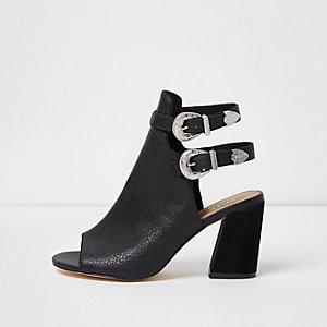 Schwarze Western-Stiefel mit weiter Passform