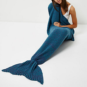 Blue knit mermaid blanket
