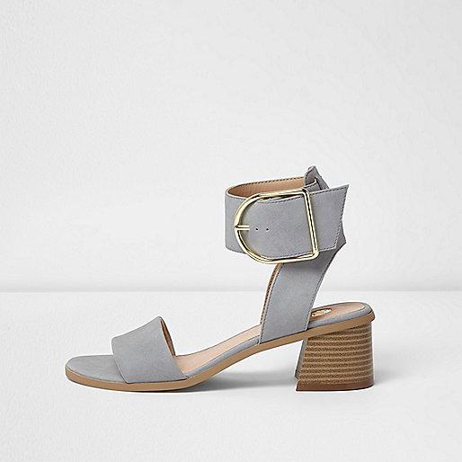 Sandales gris clair à grosses boucles