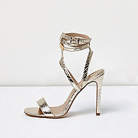 Goudkleurige metallic sandalen met bandjes en brede pasvorm