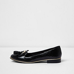 Schwarze Loafer in Krokooptik in weiter Passform