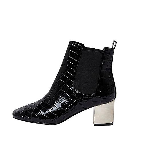 Schwarze Stiefel in Kroko-Optik, weite Passform