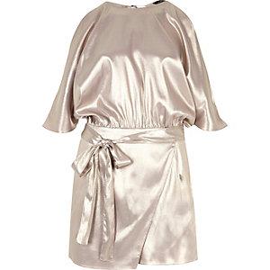 Combi-short argenté métallisé à épaules dénudées et manches chauve-souris