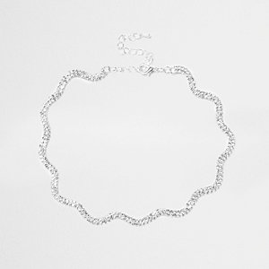 Silver tone wavy necklace