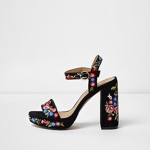 Zwarte sandalen met plateauzool en geborduurde bloemen
