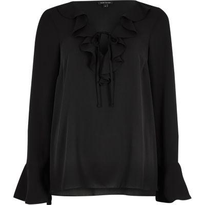 Zwarte blouse met ruches en V-hals