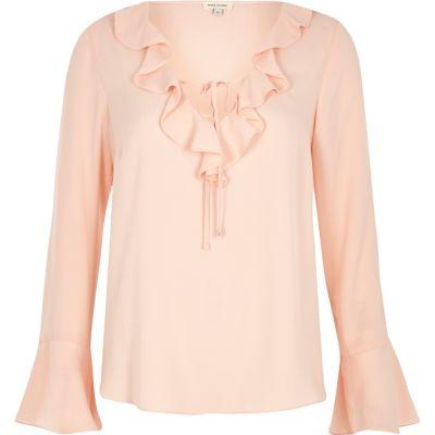 Lichtroze blouse met ruches en V-hals