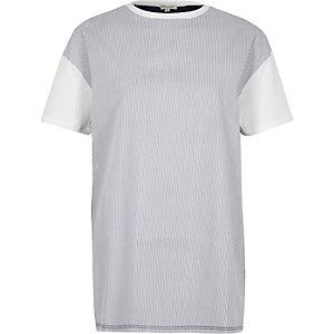 Marineblauw gestreept T-shirt met kleurvlakken