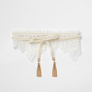 Cream lace collar choker