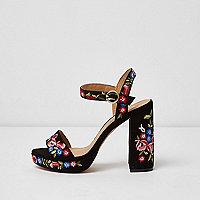Zwarte gebloemde sandalen met plateauzool en brede pasvorm