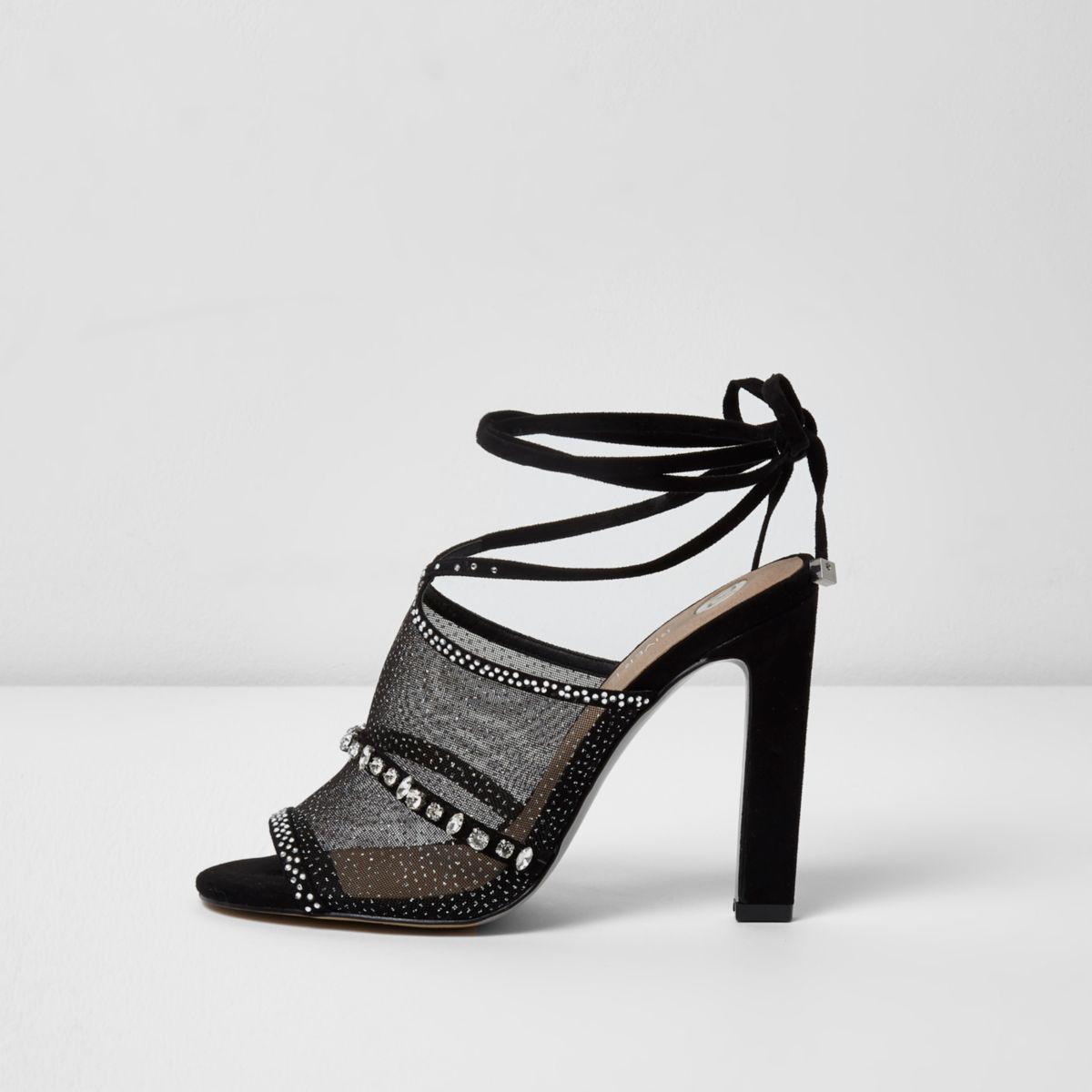 Zwarte sandalen met striksluiting en siersteentjes