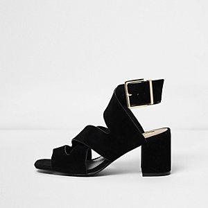 Sandales noires à brides croisées et talon carré coupe large