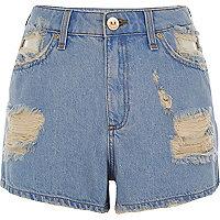 Short en jean bleu déchiré