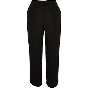 Zwarte zachte cropped broek met rondlopende zoom