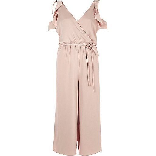 Combinaison jupe-culotte rose poudré bordée d'un volant