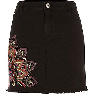 Mini-jupe en jean noir brodée