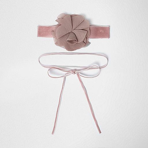 Collier ras-de-cou en velours à fleur appliquée rose et collier style cravate texane